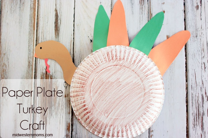 Fun paper plate turkey craft for preschoolers.