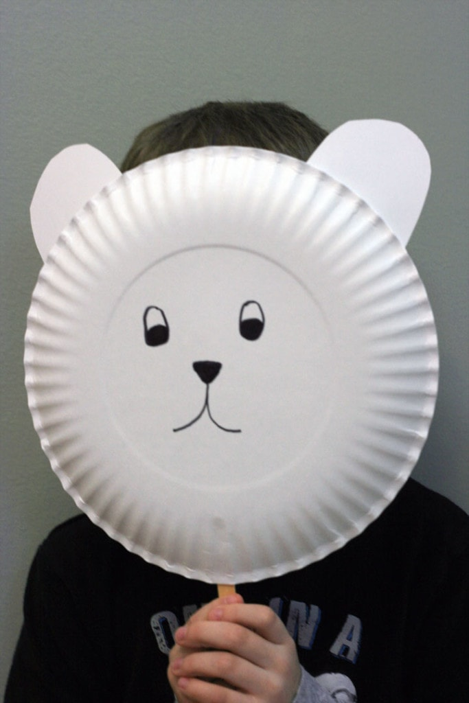 Simple polar bear craft for preschoolers