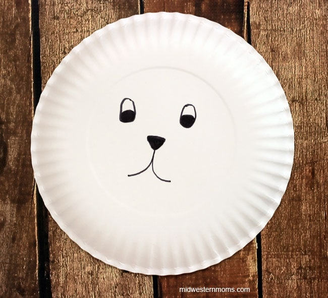 Simple polar bear craft for preschoolers.