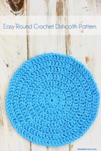 Easy round crochet dishcloth - Perfect for beginning crocheters.