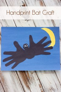 Halloween kid craft: handprint bat craft