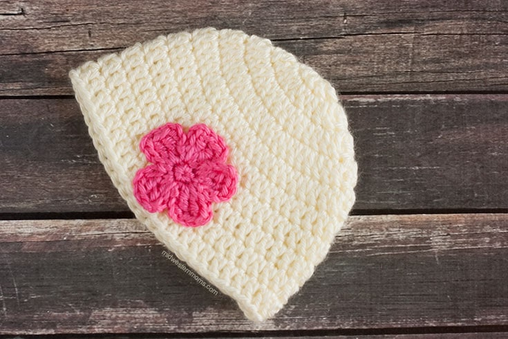 Simple crochet baby hat pattern with flower