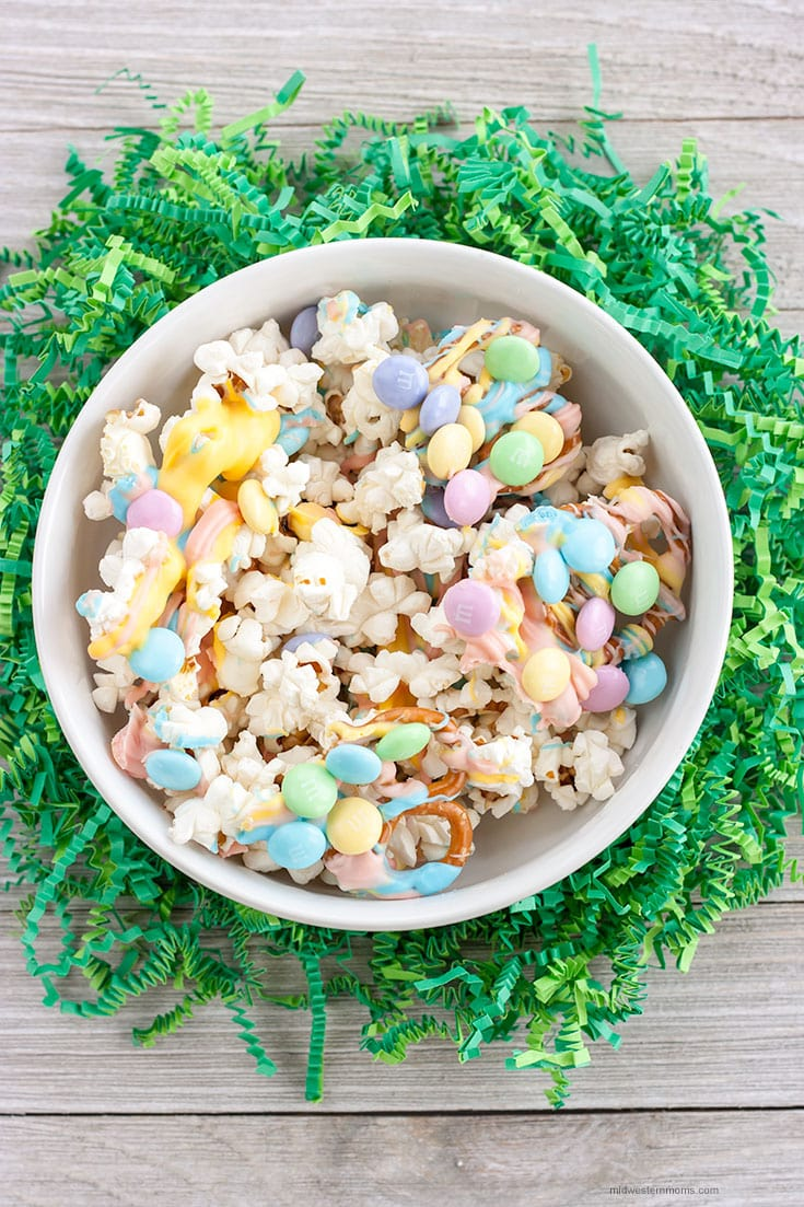 Easy Easter Popcorn Snack Mix recipe! Delicious sweet and salty treat perfect for Easter!
