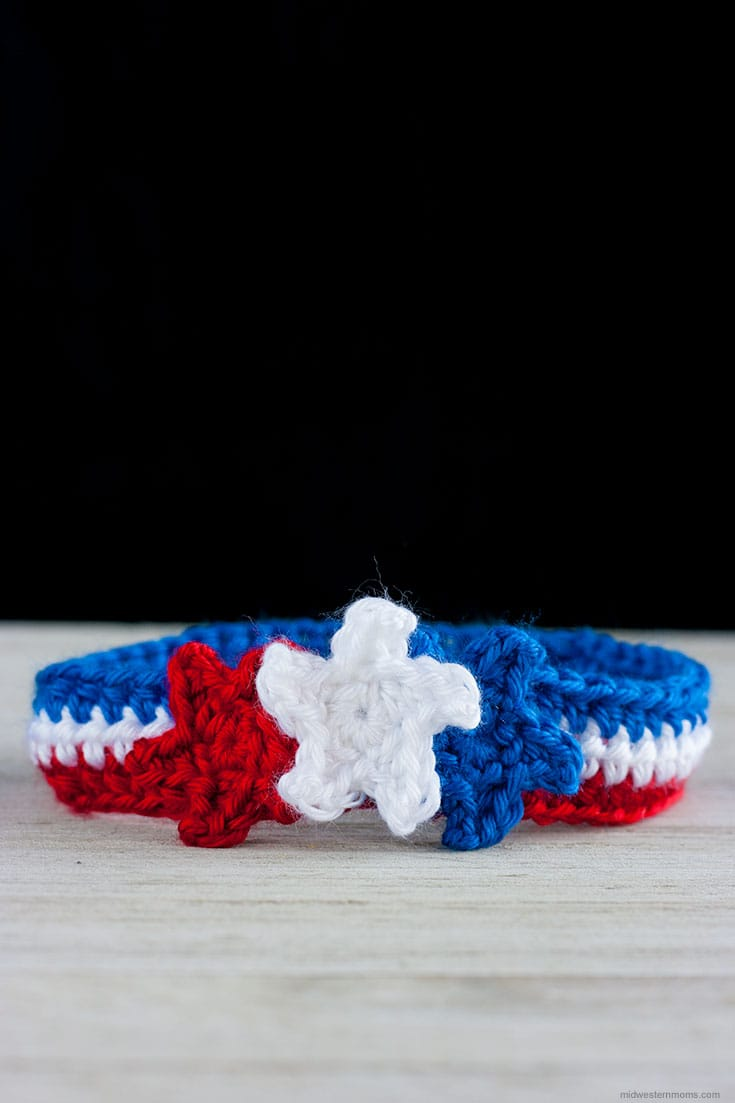 How about a cute little crochet headband to help celebrate Memorial Day and 4th of July? This patriotic crochet headband with stars is perfect to show your red, white, and blue colors.