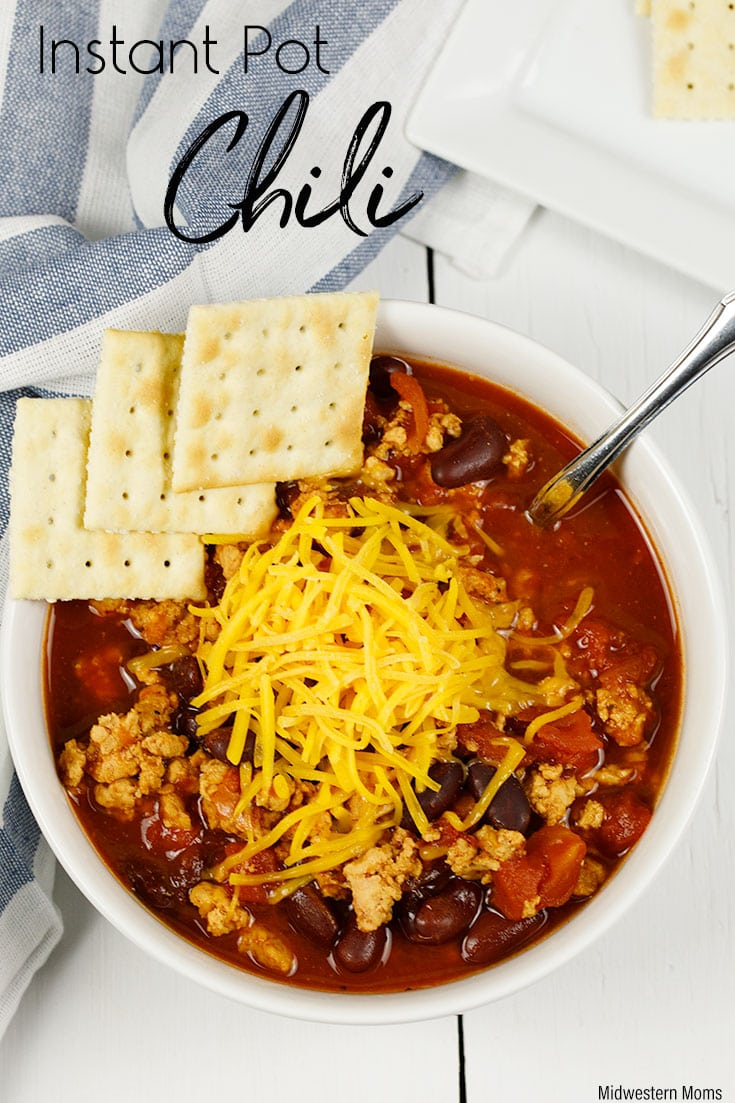 A hearty and comforting chili recipe! It is the BEST Instant Pot chili recipe you can try! It is SO EASY to make with little effort from you. Let the pressure cooker do the work for you!